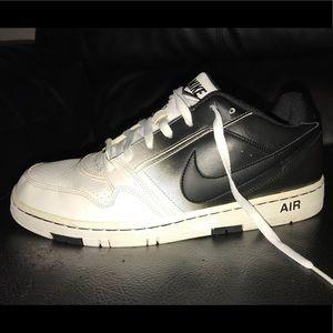 Nike size 10. Black & white